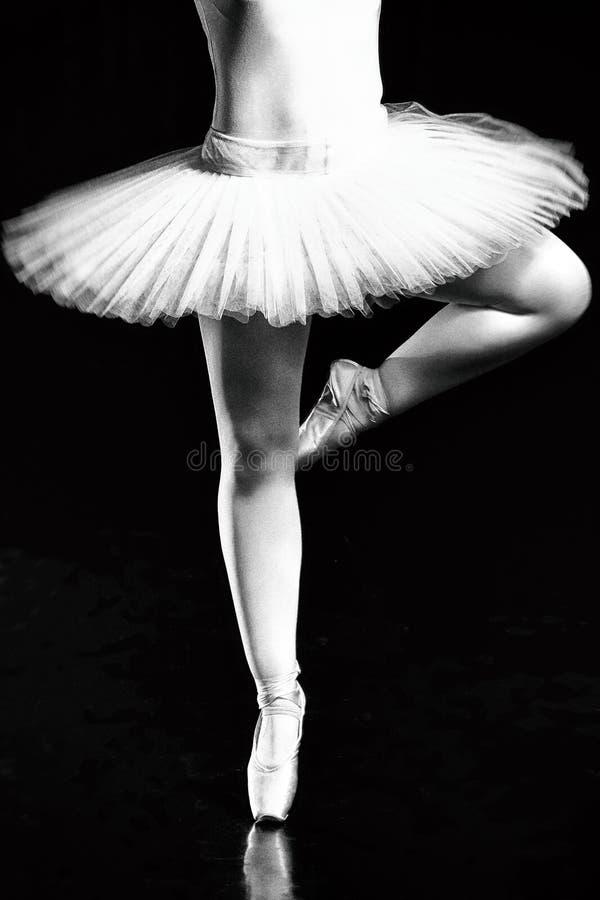 Benen van ballerina, Pointe-schoenen balletdansers, gunst, flexibiliteit, het dansen ballerina, pointe schoenen, dansen royalty-vrije stock foto's