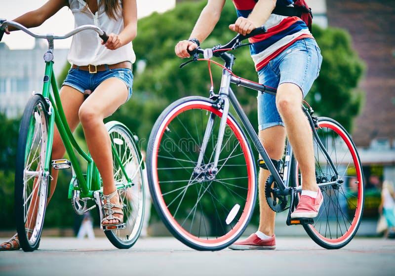 Benen van fietsers stock afbeeldingen