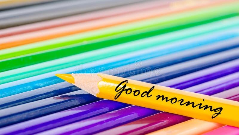 Benennung des gutenmorgens mit gelbem Bleistift stockbilder
