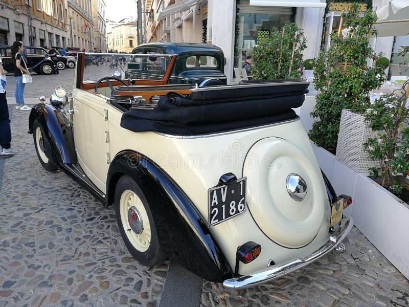 Benevento - Fiat 508 cabriodel 1936 royaltyfri fotografi