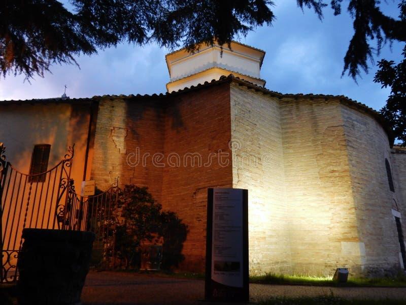 Benevento - Zijaanzicht van de Kerk van Santa Sofia stock foto's
