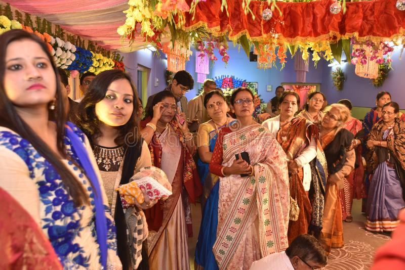 Bengaalse Familie tijdens het Huwelijk stock foto's