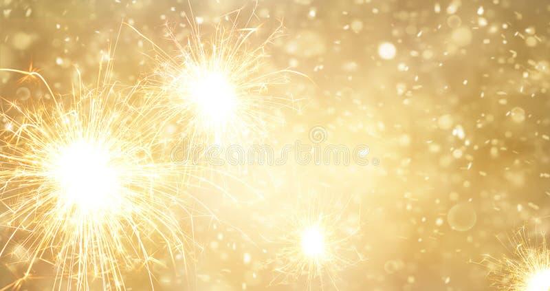 Bengala brillante de los fuegos artificiales del oro abstracto en Año Nuevo stock de ilustración
