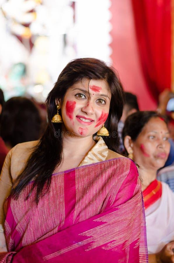 Bengali flicka i saree arkivfoton