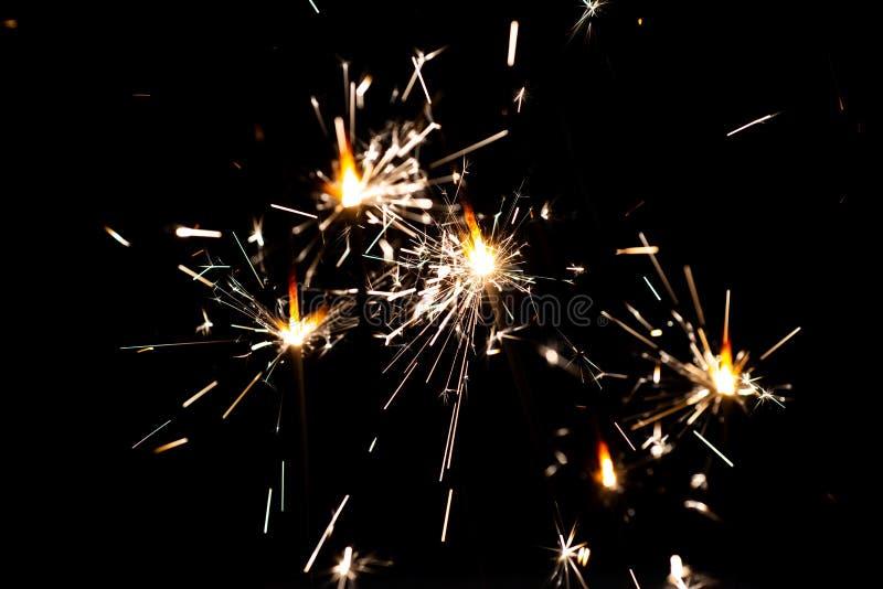 Bengalia światła Świętowania Sparkler Bożenarodzeniowi Bengal światła Piękna, magiczna opowieść, Świąteczny złocisty bokeh Zima zdjęcia stock