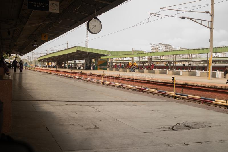Bengaluru,印度- 6月03,2019:较少人数班加罗尔火车站的在早晨时间 免版税图库摄影