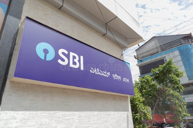 Bengaluru, Ινδία 27,2019 Ιουνίου: Κρατική τράπεζα της Ινδίας ATM, ATM που αναφέρεται στο kannada τριών γλωσσών, Hindi, αγγλικά στοκ φωτογραφία με δικαίωμα ελεύθερης χρήσης