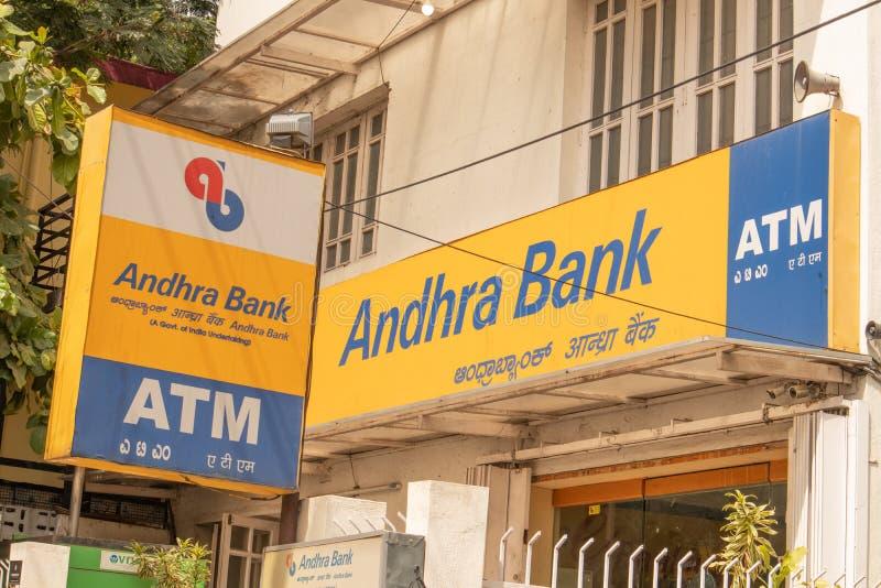Bengaluru, la India 17 de junio de 2019: cajero automático de Andhra Bank en Bengalore imágenes de archivo libres de regalías