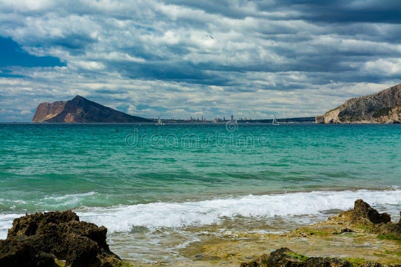Benidorm από την παραλία Calpe στοκ εικόνα
