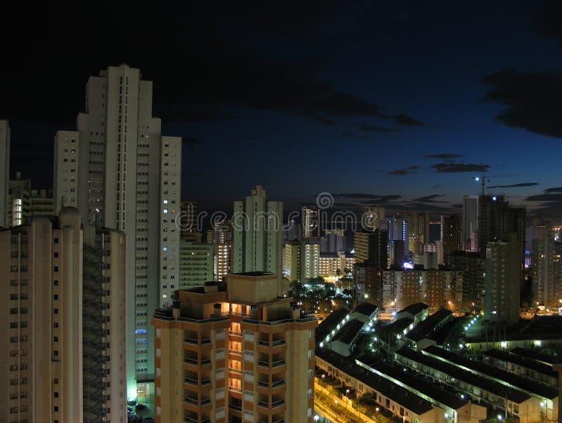 Benidorm nachts lizenzfreie stockfotografie