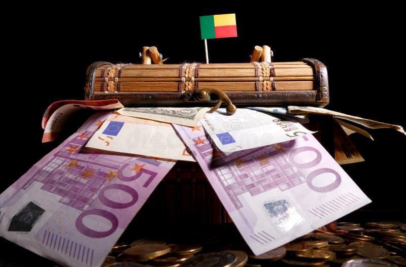 Download Benin-Flagge Auf Kiste Voll Stockbild - Bild von getrennt, rahmen: 96935003