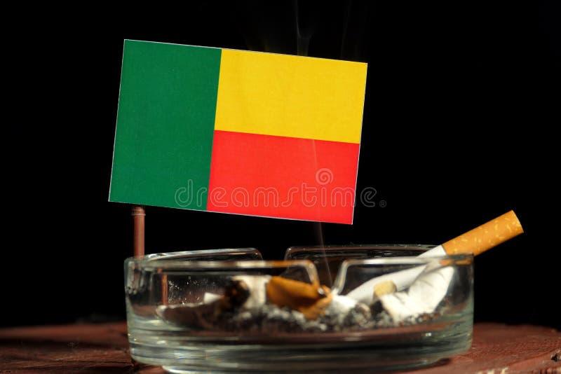 Download Benin-Flagge Mit Brennender Zigarette Im Aschenbecher Lokalisiert Auf Schwarzem Stockbild - Bild von schwarzes, zölle: 96934829