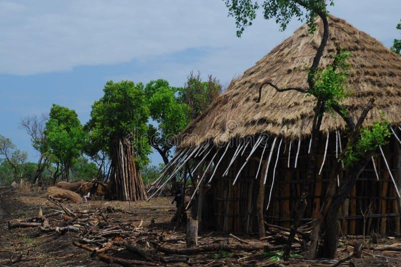 Benishangul Gumuz, Αιθιοπία: Αγροτικό χωριό στοκ εικόνες