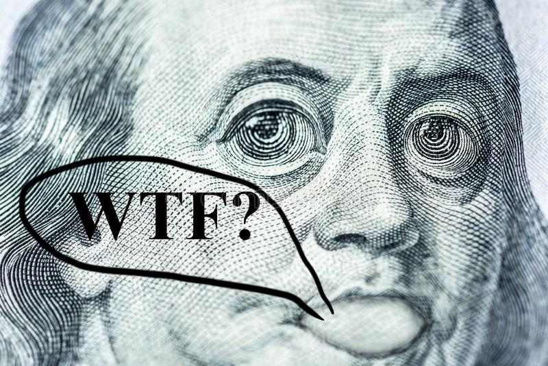 Benjamin Franklinâ-€™s Gesicht mit großen Augen mit einer Hundertdollar-Rechnung sagt lizenzfreie abbildung