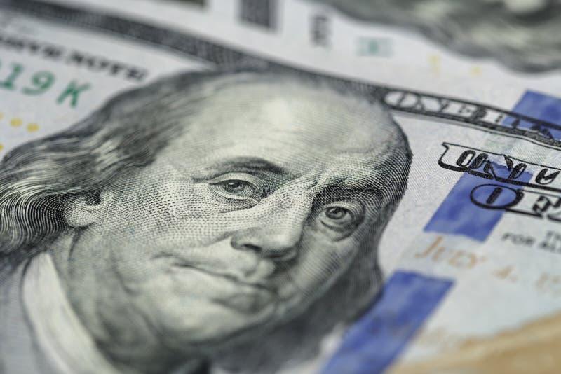 Benjamin Franklin en cientos billetes de banco del dólar fotos de archivo