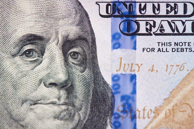 Benjamin Franklin op ons de macro van de honderd dollarrekening stock foto's