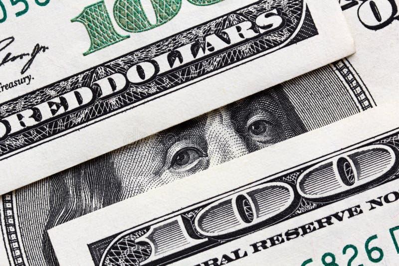 Benjamin Franklin patrzeje od sto dolarów banknotów obrazy stock