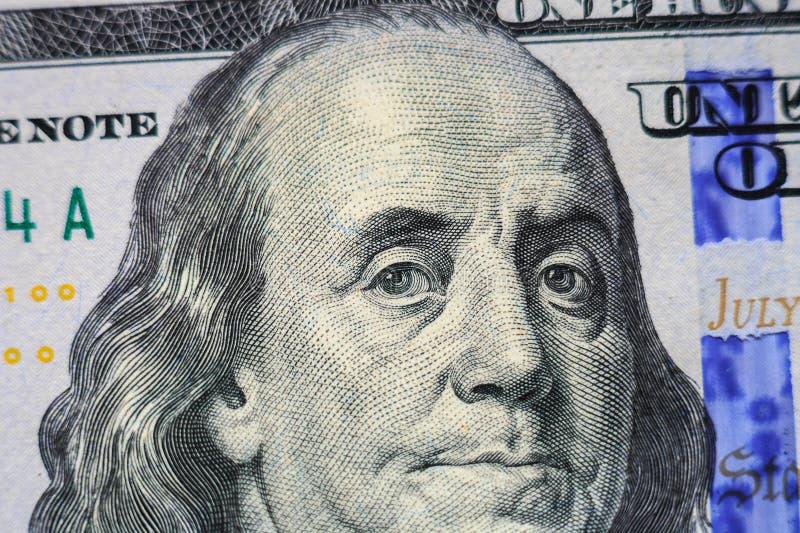 Benjamin Franklin stående på den 100 dollar sedelcloseupen fotografering för bildbyråer