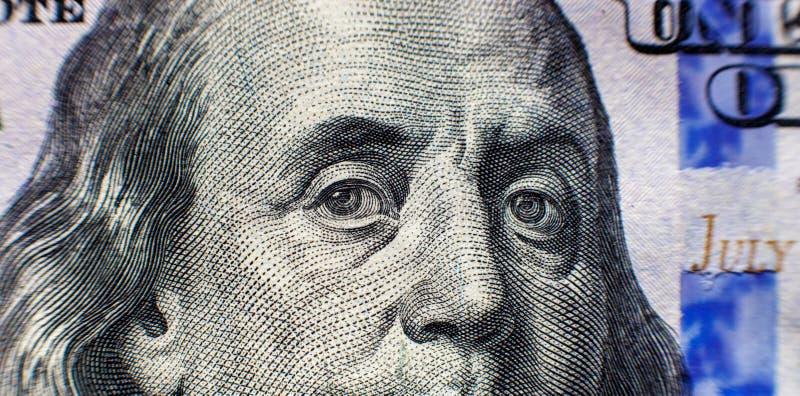 Benjamin Franklin stawia czoło na my sto dolarowych rachunków odosobnionych, zlanych stanu pieniądze zbliżeń makro-, obraz royalty free