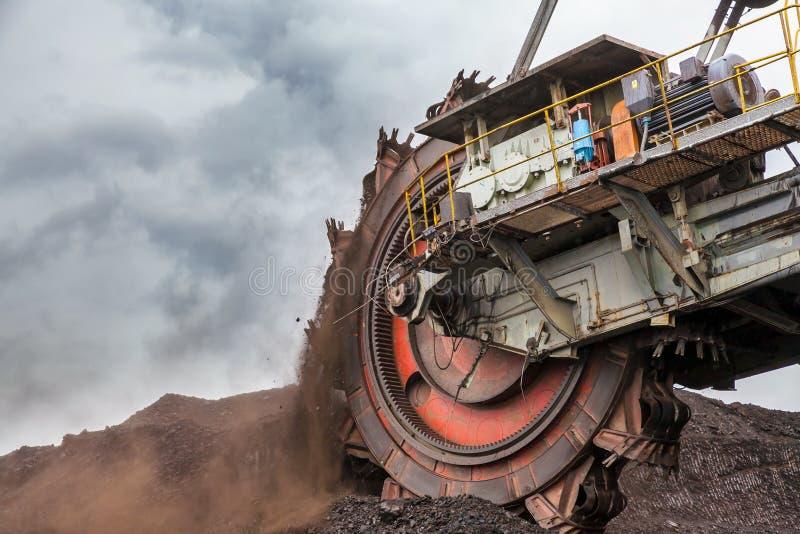 Benna da scavo gigante fotografie stock libere da diritti