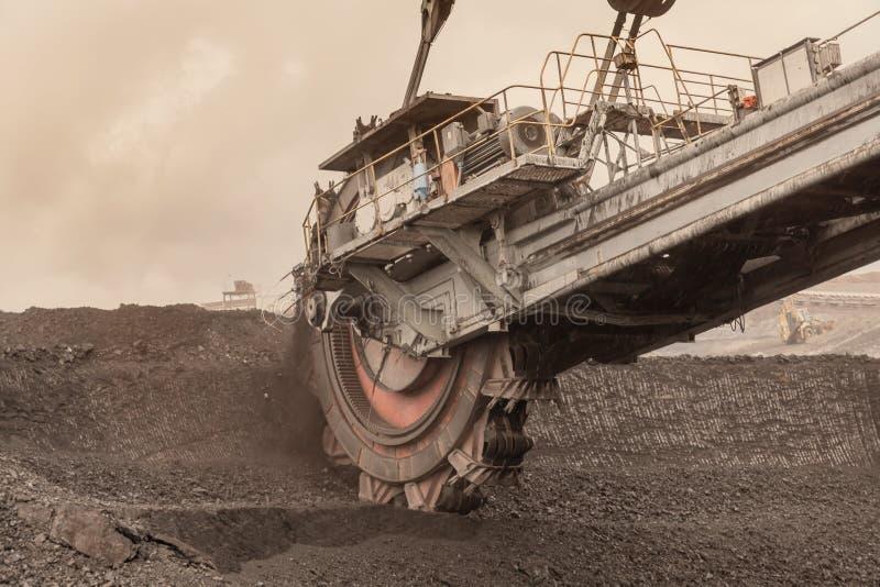 Benna da scavo gigante per la scavatura della lignite, repubblica Ceca immagini stock