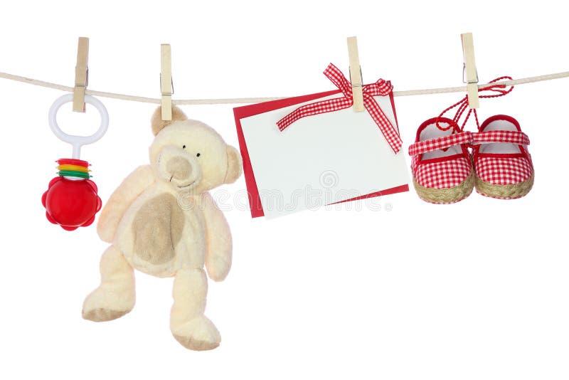 Bens do bebê e nota em branco fotos de stock