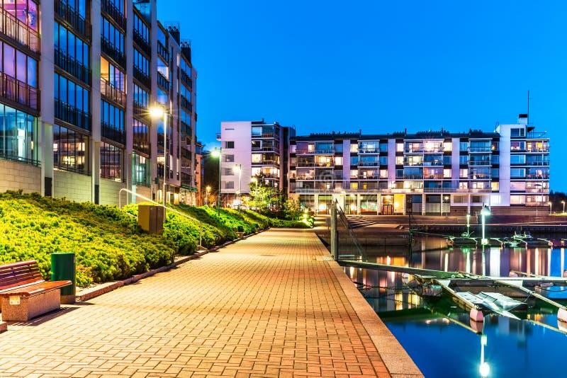 Bens imobiliários modernos de distrito residencial fotografia de stock royalty free