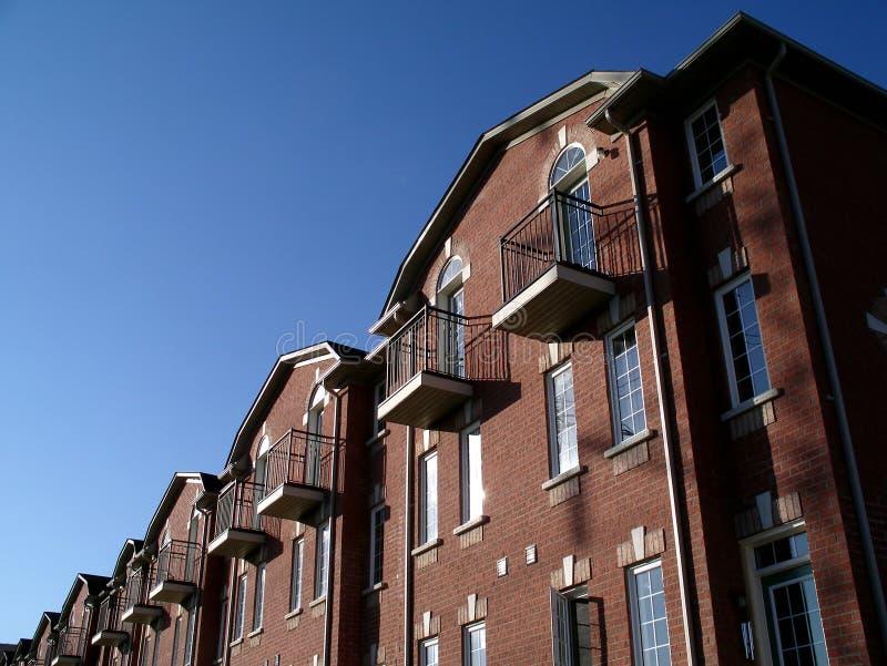 Download Bens Imobiliários Novos Em Toronto Imagem de Stock - Imagem de céu, vista: 527441