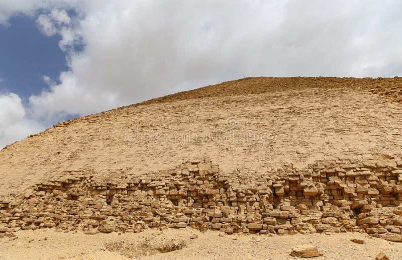 Bent Pyramid i nekropol av Dahshur, Kairo, Egypten arkivbilder