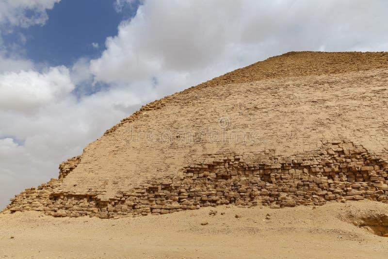 Bent Pyramid i nekropol av Dahshur, Kairo, Egypten royaltyfria bilder