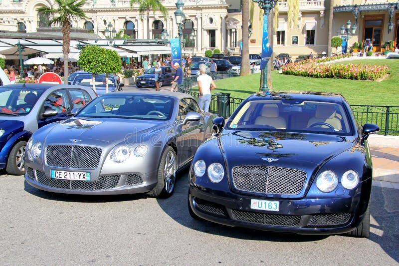 Bentley Continental GTC och Bentley Continental Flying Spur royaltyfri fotografi