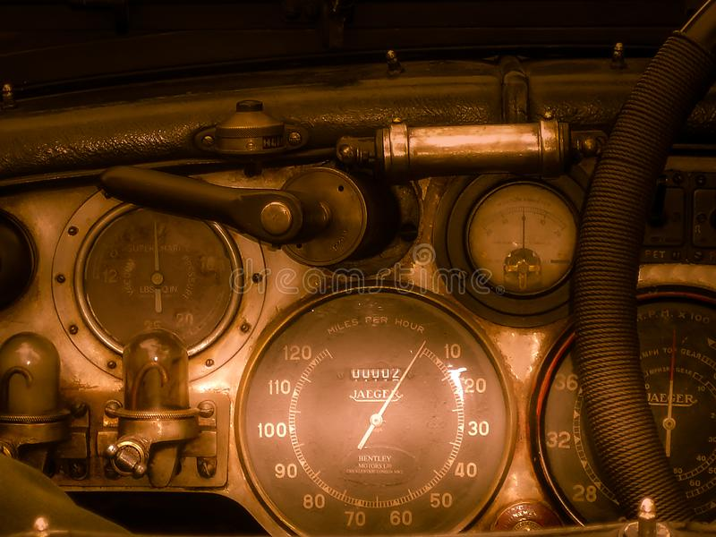 Bentley 4,5 liter Le Mans Tourer Cabrio, cockpit 1928 royaltyfria foton