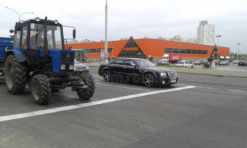 Bentley och traktor royaltyfri foto