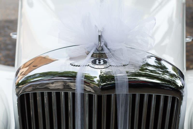 Bentley S1 som är kontinental som bilen av nyligen gifta paret i Rome arkivfoton