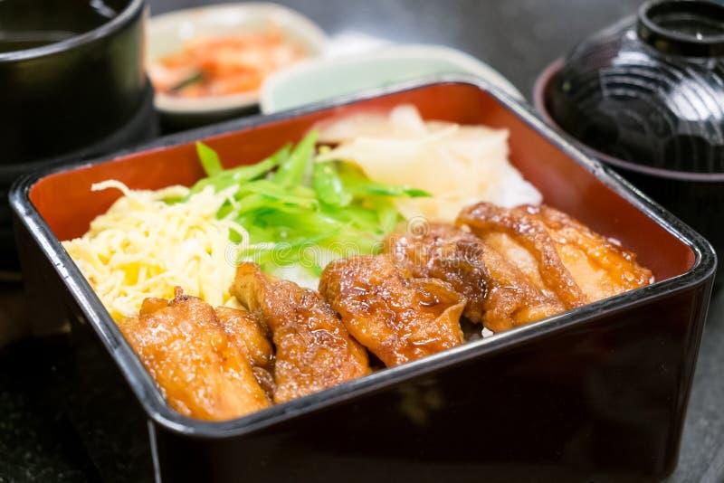 Bento av ris med den fega Teriyaki uppsättningen, japansk mat royaltyfri bild