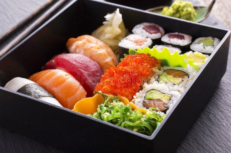 Bento Box com sushi e Rolls imagens de stock royalty free