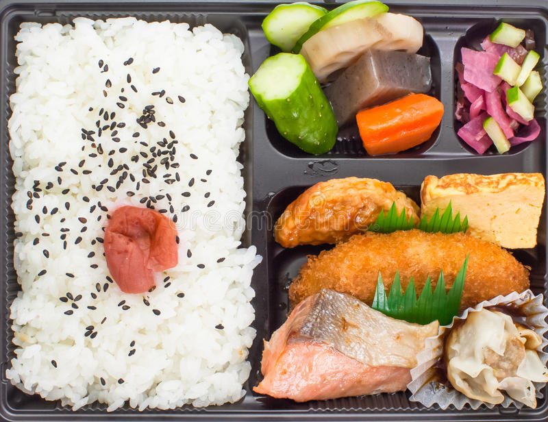 Bento, Japanse keuken een enig-gedeelte meeneem stock fotografie