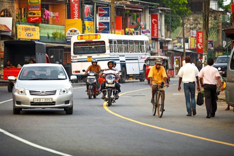 BENTOTA, ΣΡΙ ΛΑΝΚΑ - 27 ΑΠΡΙΛΊΟΥ: Κοινή συσσωρευμένη Lankian οδός W Sri στοκ εικόνα με δικαίωμα ελεύθερης χρήσης