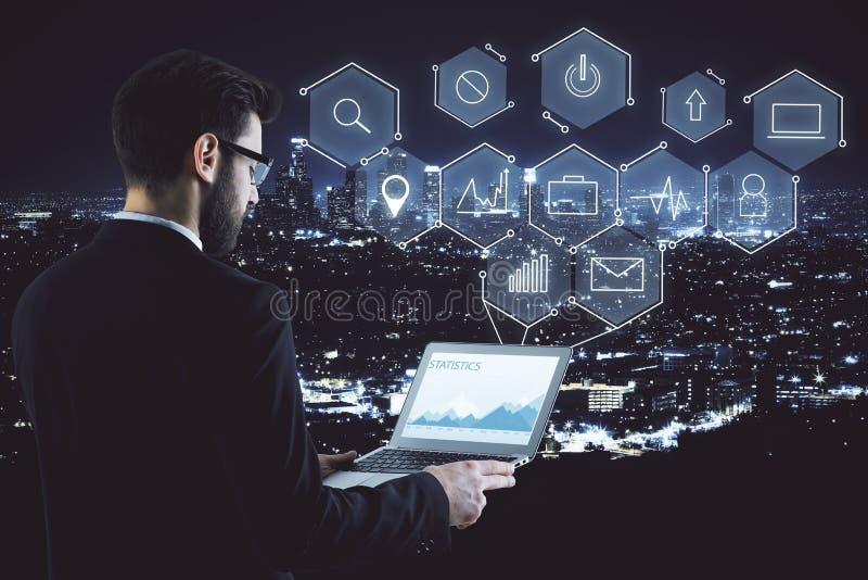 Benutzer-, Medien-, Technologie- und Analytikkonzept lizenzfreie stockfotografie
