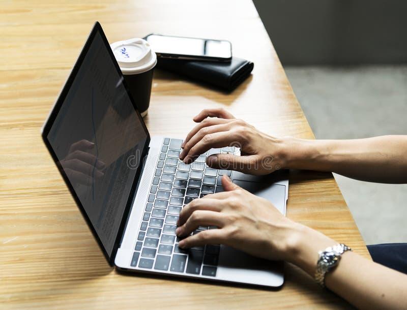 Benutzer mit Laptop-Computer stockbilder