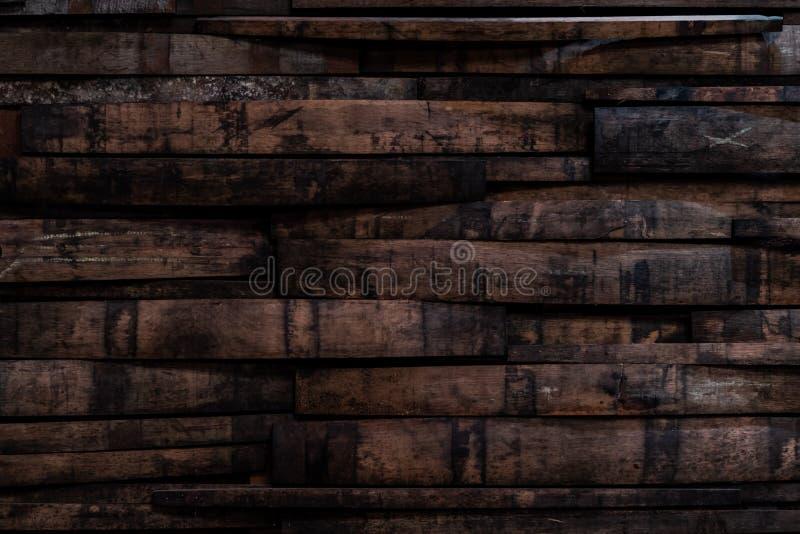 Benutzte Bourbon-Fass-Dauben auf Wand stockbilder