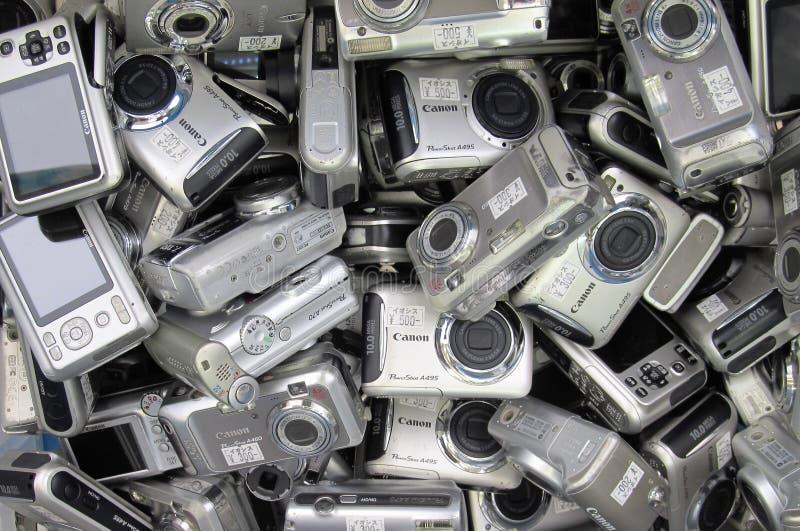 Benutzte Kameras auf einem Verkauf lizenzfreies stockbild