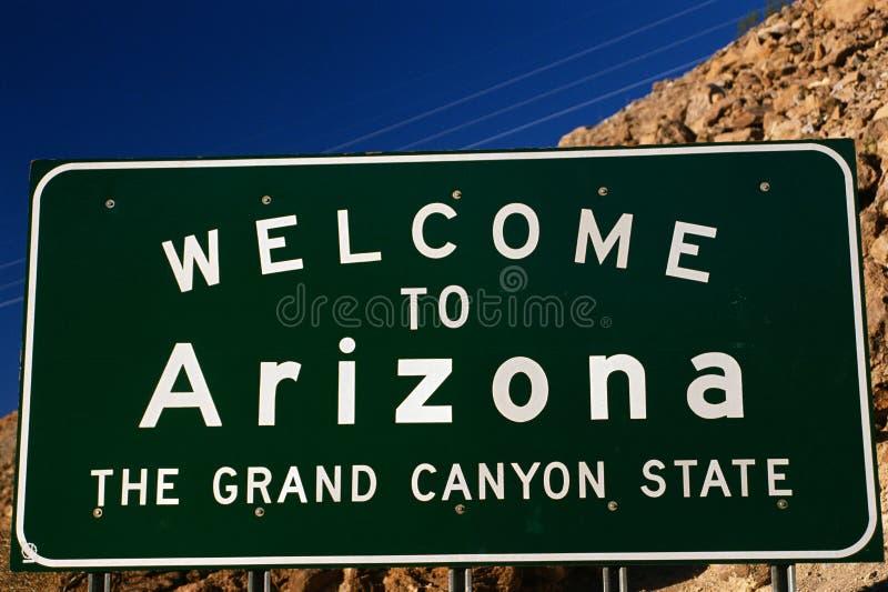 Benvenuto al segnale stradale dell'Arizona fotografia stock libera da diritti