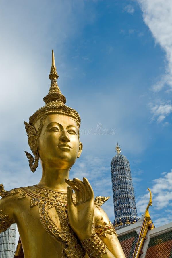 Benvenuto alla statua di Kinnari - di Bangkok al tempiale di Wat Phra Kaew immagine stock libera da diritti