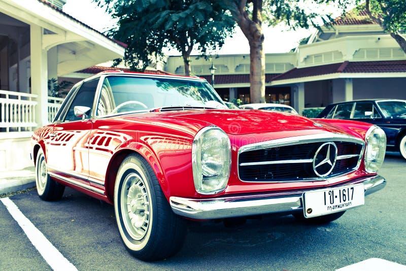 Benz SL 230 de Mercedes na parada do carro do vintage fotos de stock royalty free