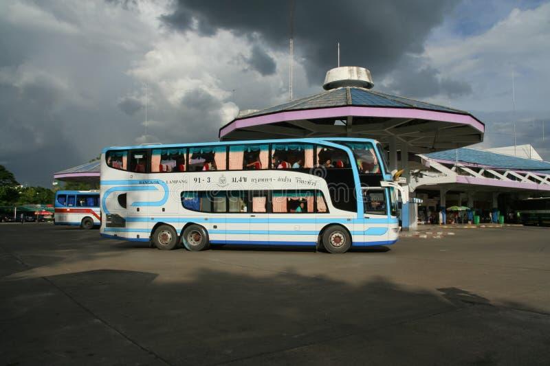 Download Benz Super Travelgo Bus Van Viriya-reisbedrijf Redactionele Fotografie - Afbeelding bestaande uit vervoer, thais: 114227067