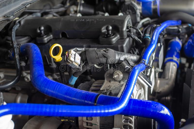 Benzin getankter Kraftfahrzeugmotor lizenzfreie stockfotografie