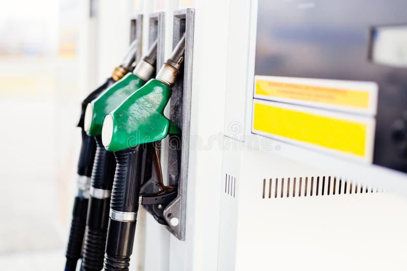 Benzin- und Diesel-Tanksäule-Düsen lizenzfreies stockfoto