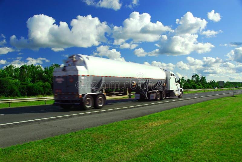 Benzina d'accelerazione del camion immagini stock