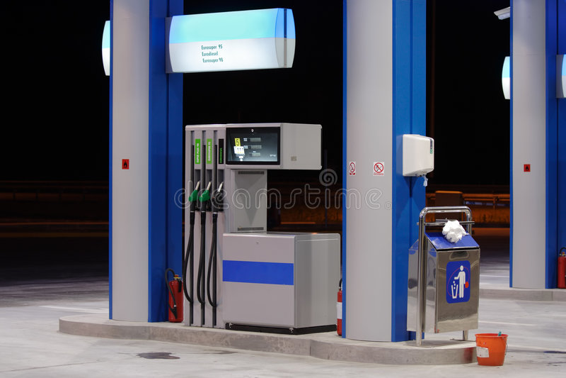 Benzinestation bij nacht royalty-vrije stock fotografie